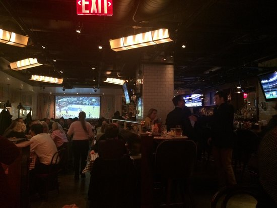 Sala inferiore picture of bill 39 s bar burger new york for Sala new york