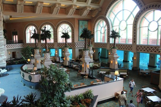 Marine Habitat at Atlantis: the aquarium surrounds this fantastic hall
