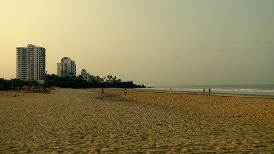 Payyambalam Beach: The empty beach