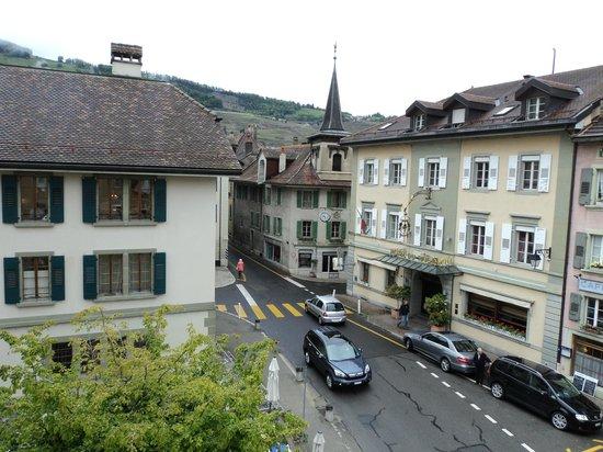 Les Freres Dubois: Small town view