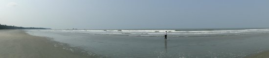 Muzhappilangad Drive-in Beach: Early morning surf