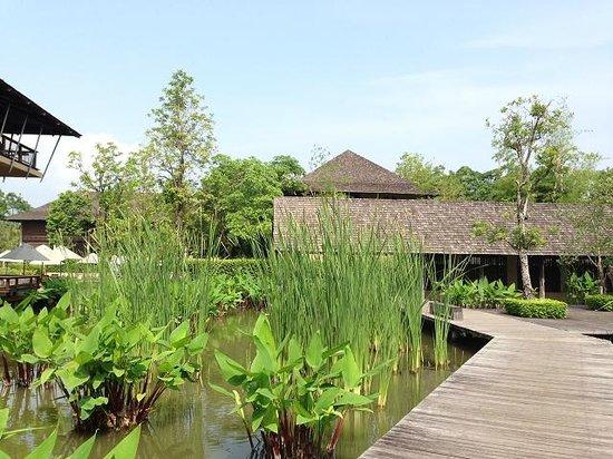 Kirimaya Golf Resort Spa: ホテル入り口出た所