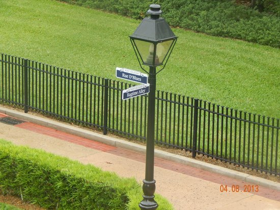 Disney's Port Orleans Resort - French Quarter : Beautiful Grounds