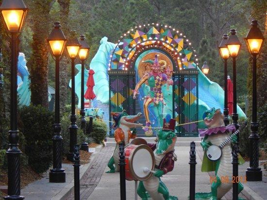 Disney's Port Orleans Resort - French Quarter : Entrance to pool