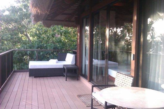 El Nido Resorts Pangulasian Island: typical balcony