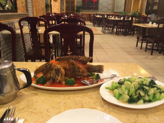 Emperor's Palace Chinese Restaurant: Emperor's sewat&sour fish. Amazing.