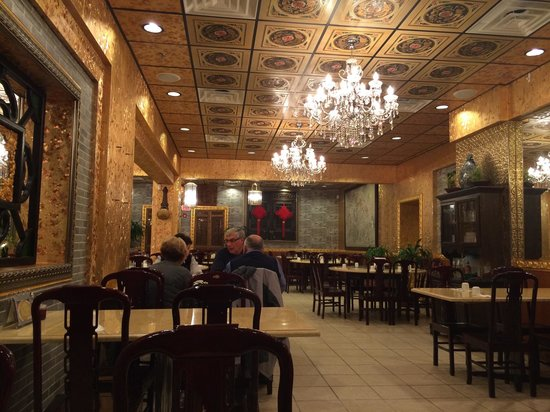 Emperor's Palace Chinese Restaurant: Interior View