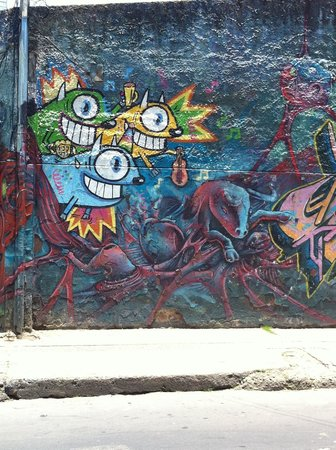 Bogota Graffiti Tour: Street Art by Pez