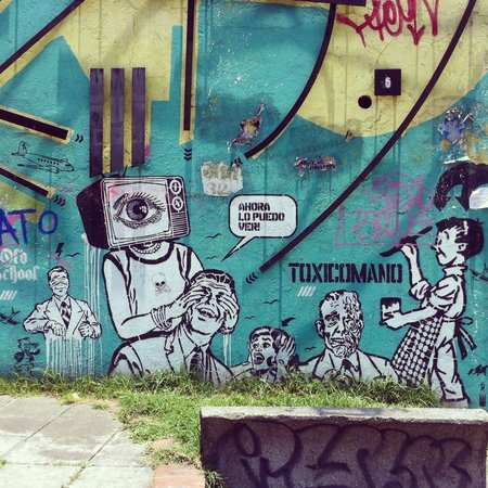 Bogota Graffiti Tour: Street art by Toxicomano
