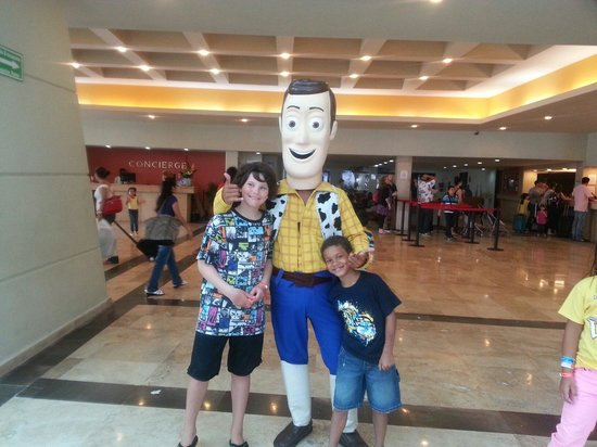 Crown Paradise Club Cancun: Woody