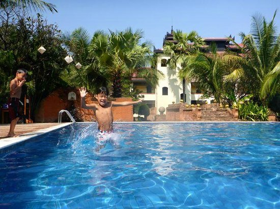 Amazing Bagan Resort: Swimming pool at Amazing Bagan