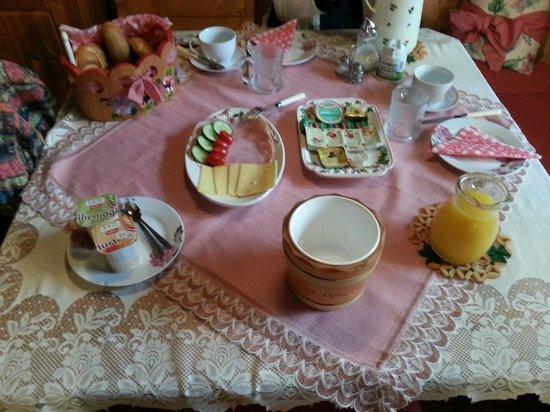 Steinerhof: breakfast!