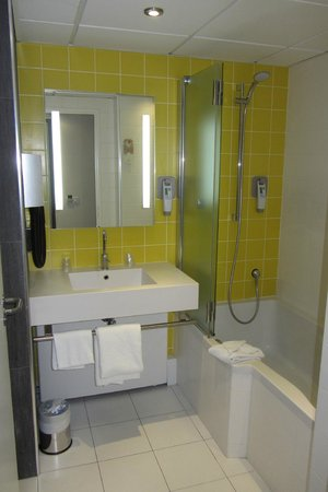 Ibis Styles Paris Porte d'Orléans : La salle de bain