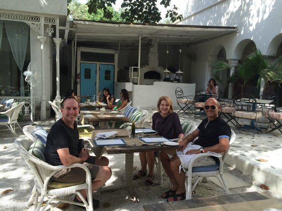 Olive Bar & Kitchen: Courtyard