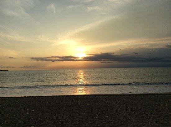 Peninsula Bay Resort: beach view