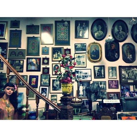 Katong Antique House: Portraits.