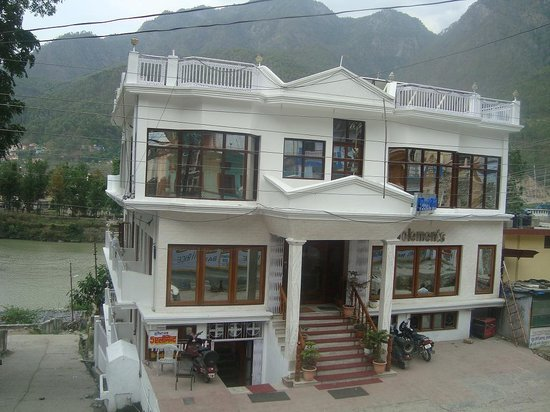 5 Elements Hotel: exterior ,..the hotel ... on the river ganga