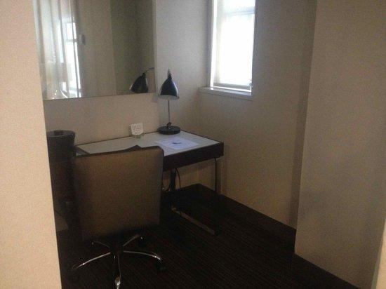 Manhattan NYC–an Affinia hotel : Habitación con cama queen. Es casi una junior suite