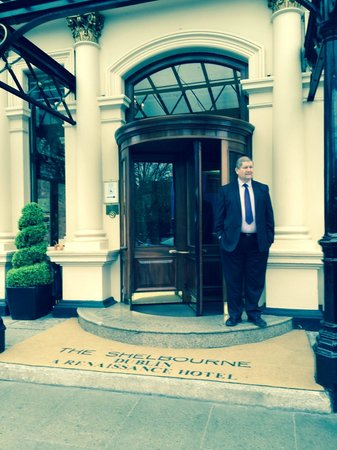 The Shelbourne Dublin, A Renaissance Hotel: Hotel Entrance