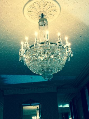 The Shelbourne Dublin, A Renaissance Hotel: Lobby Chandalier