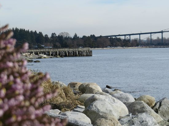 West Vancouver Seawall: From the Seawall near John Lawson park.