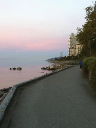 West Vancouver Seawall: Beautiful sky, beauiful morning. From Ambleside to Dundarave