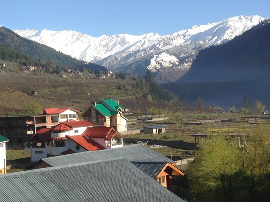 Sandhya Resort & Spa Manali: View from 2nd floor Romm and balcony.
