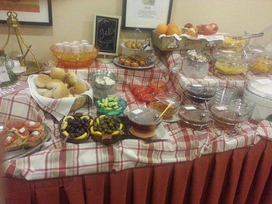 Hermes Hotel : breakfast spread