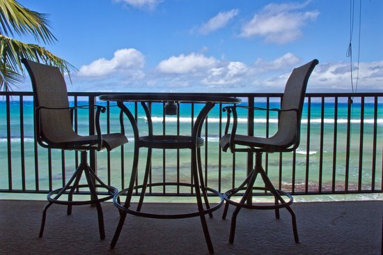 Kaleialoha Condominiums : Lanai and the view looking out of living area