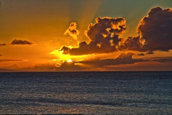 Kaleialoha Condominiums: First sunset from the lanai