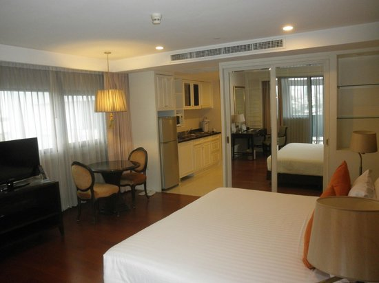 Centre Point Silom: Superior room