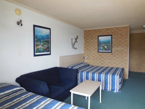 Tweed Harbour Motor Inn: Queen/Single Room