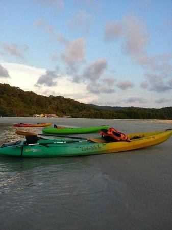 Away Koh Kood Resort: พายคายัคไปเล่นน้ำทะเล