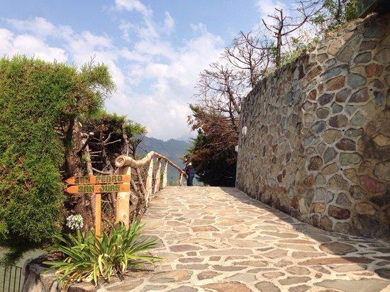 Lomas de Tzununa: Hermosos pasillos