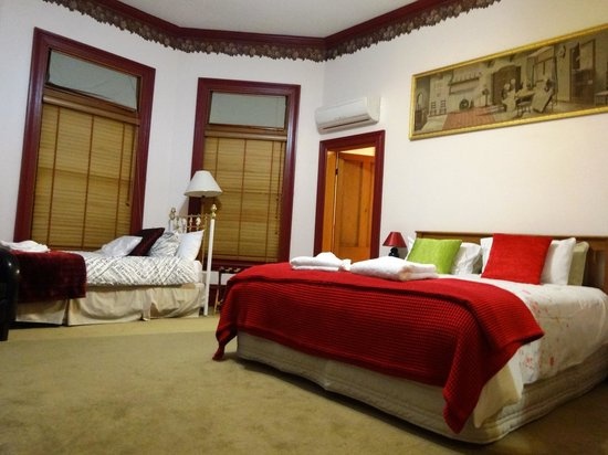 Collingwood Manor Bed and Breakfast: comfy beds