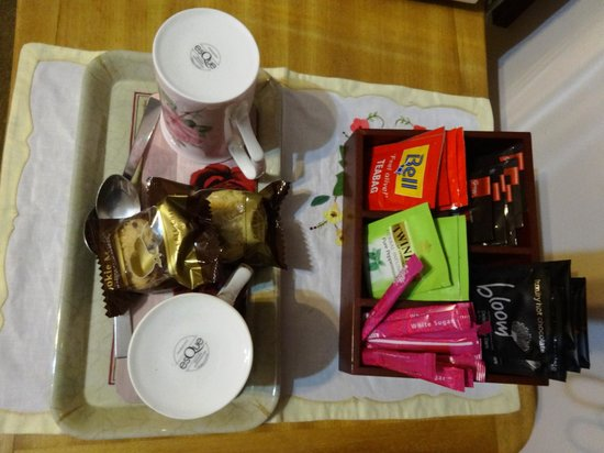 Collingwood Manor Bed and Breakfast: coffee/tea facilities in room