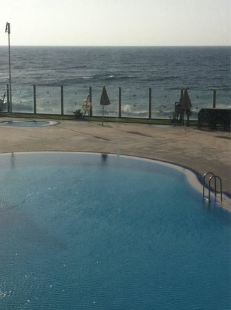 Hotel  Arenas del Mar: Cold, small pool. 4 star? Really?