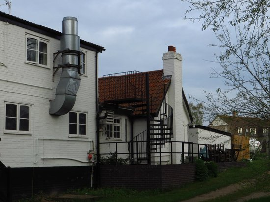 Old Ferry Boat Inn : Window of room 5 behind Chimney Vent from Kitchen