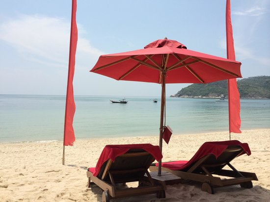Anantara Rasananda Koh Phangan Villas : View at the beach