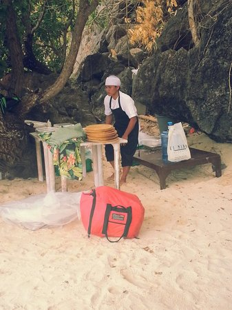 El Nido Resorts Apulit Island: if you want to have lunch  at the west beach, they will bring everything for you