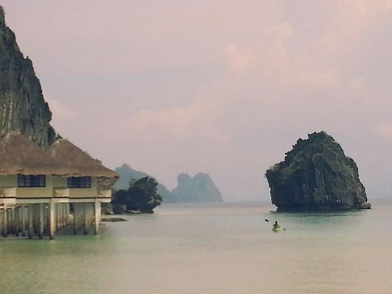 El Nido Resorts Apulit Island: flat water surface perfect for kayaking