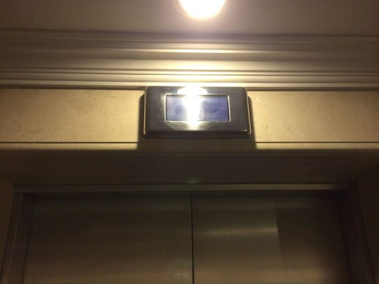 Holiday Inn Downtown Dubai : Where's the elevator? Who knows. They installed a bright light directly in front of the screen,
