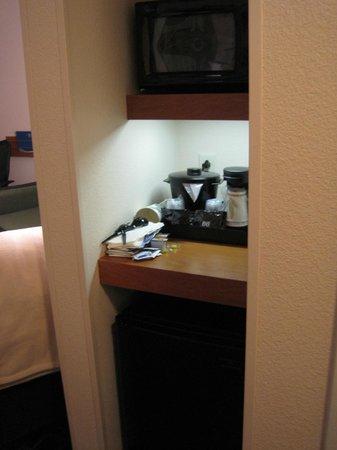Fairfield Inn & Suites Santa Cruz - Capitola: Bar area