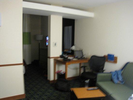 Fairfield Inn & Suites Santa Cruz - Capitola: Desk in sitting area