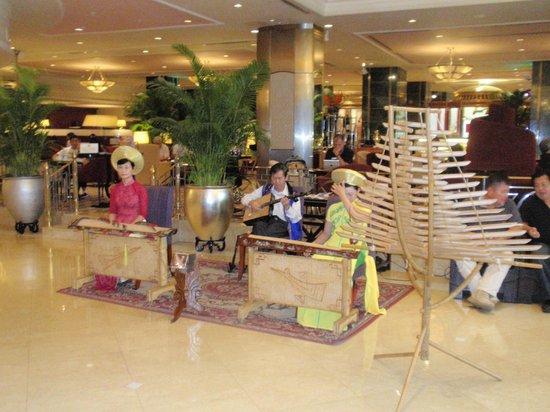 Sheraton Saigon Hotel & Towers: Lobby entertainment