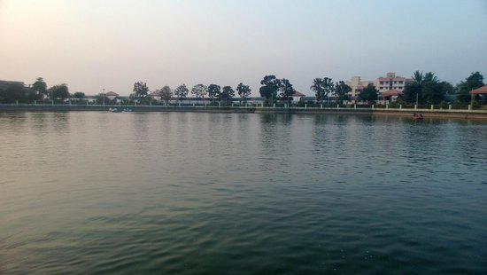 Titwala Ganesh Mandir: Lake
