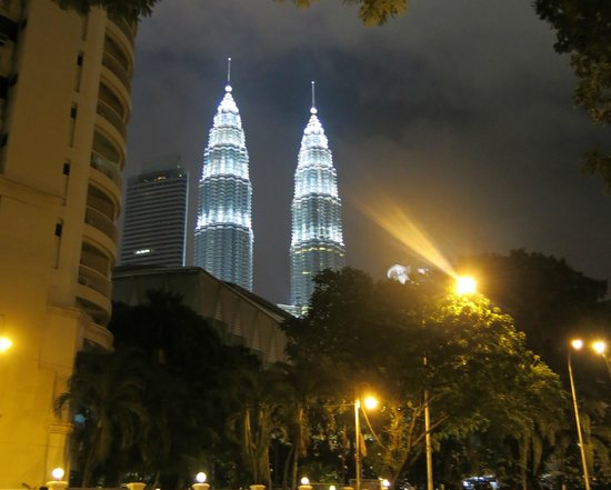 Traders Hotel, Kuala Lumpur : night view from the hotel