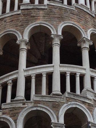 Scala Contarini del Bovolo : Башенки и лесенки