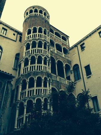 Scala Contarini del Bovolo : Красота рядом