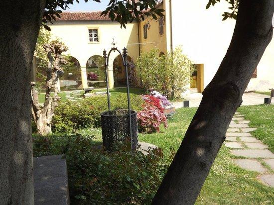 Castello Rosso : area all'esterno